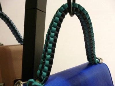 Bolsa Lili Radu - Detalhes para alças das bolsas tipo trissê