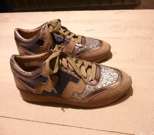 Sneaker com brilho foto 3