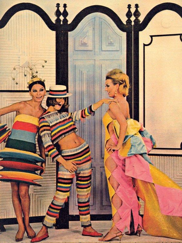 Mailú, Mila e Lilian com peças criadas por Alceu Penna para o desfile-show Rio 400 anos, em 1964.