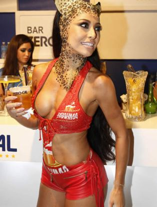 Sabrina-Sato-musa-do-camarote-Brahma-Carnaval-2014-Rio-de-Janeiro-201401