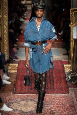 See the complete Moschino Fall 2016 Ready-to-Wear collection
