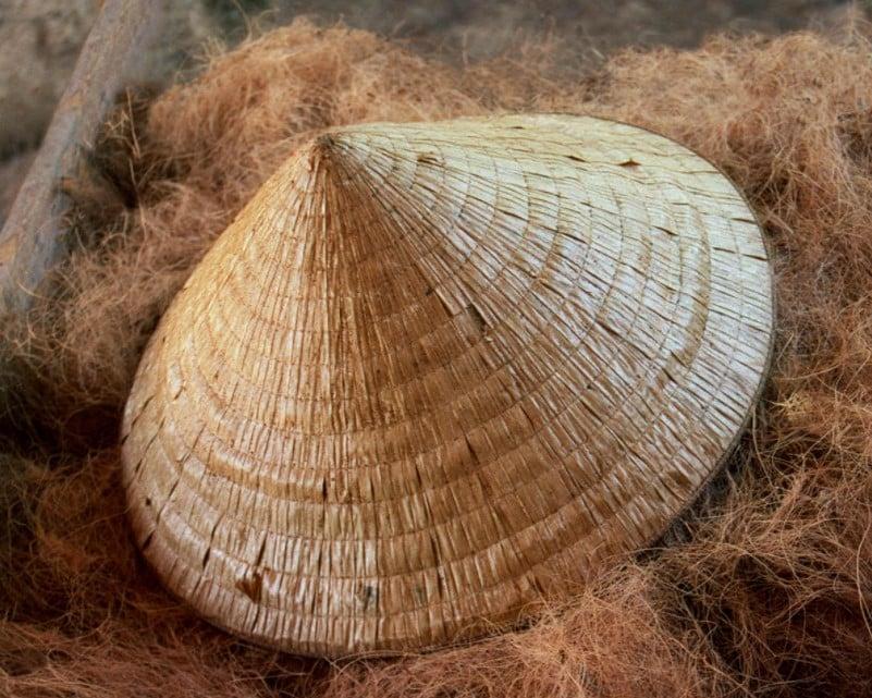 Chapéu tradicional do Vietnam feito em palha