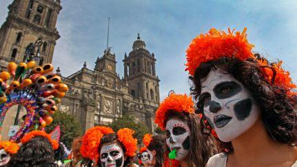 miles-dia-muertos-alebrijes-monumentales_tinima20121021_0074_3-halloween-mexico