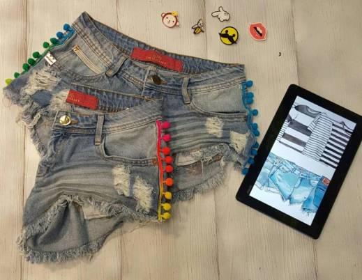 Short Jeans com pompom