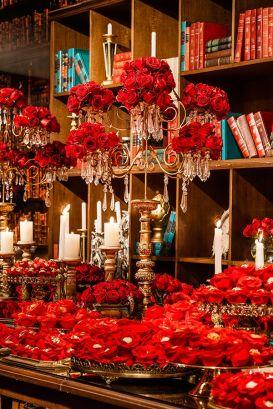 Mesa de doces inspirada no filme a bela e a fera