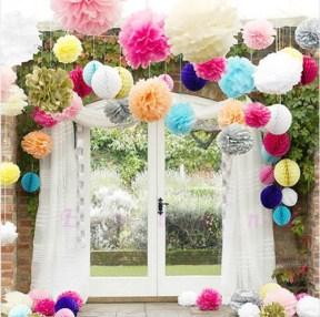 Decorando com pompons e flores em papel seda