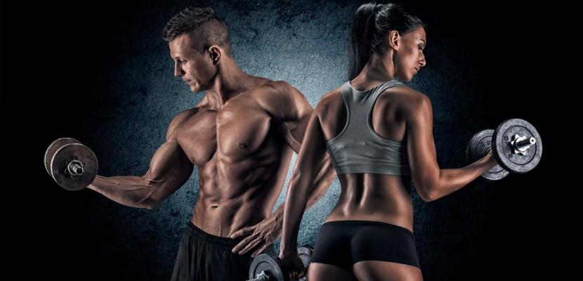 Fitness - casal com corpos perfeitos fazendo exercício