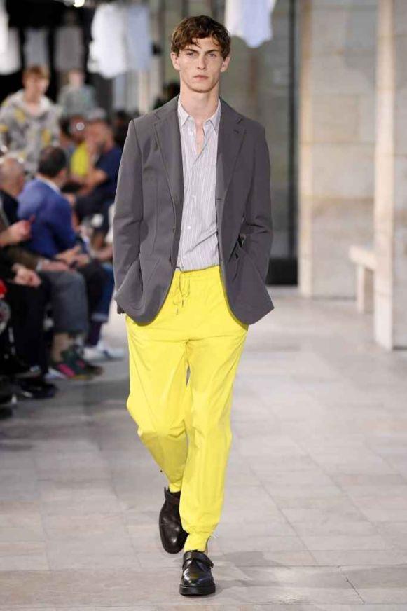 Looks masculinos em amarelo
