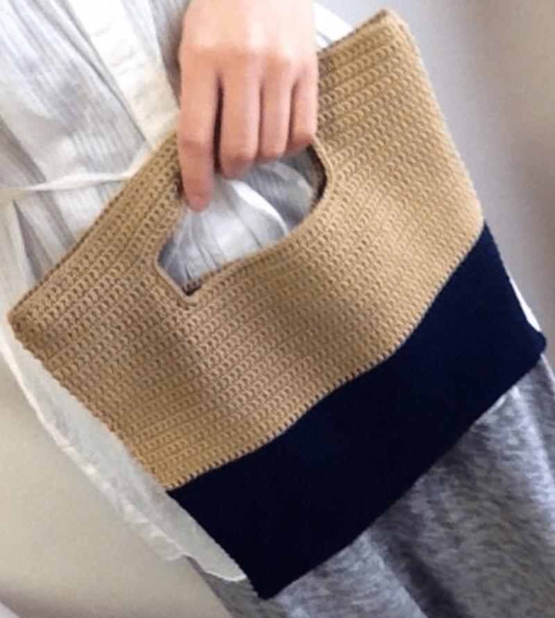 Bolsa de mão de crochê bicolor