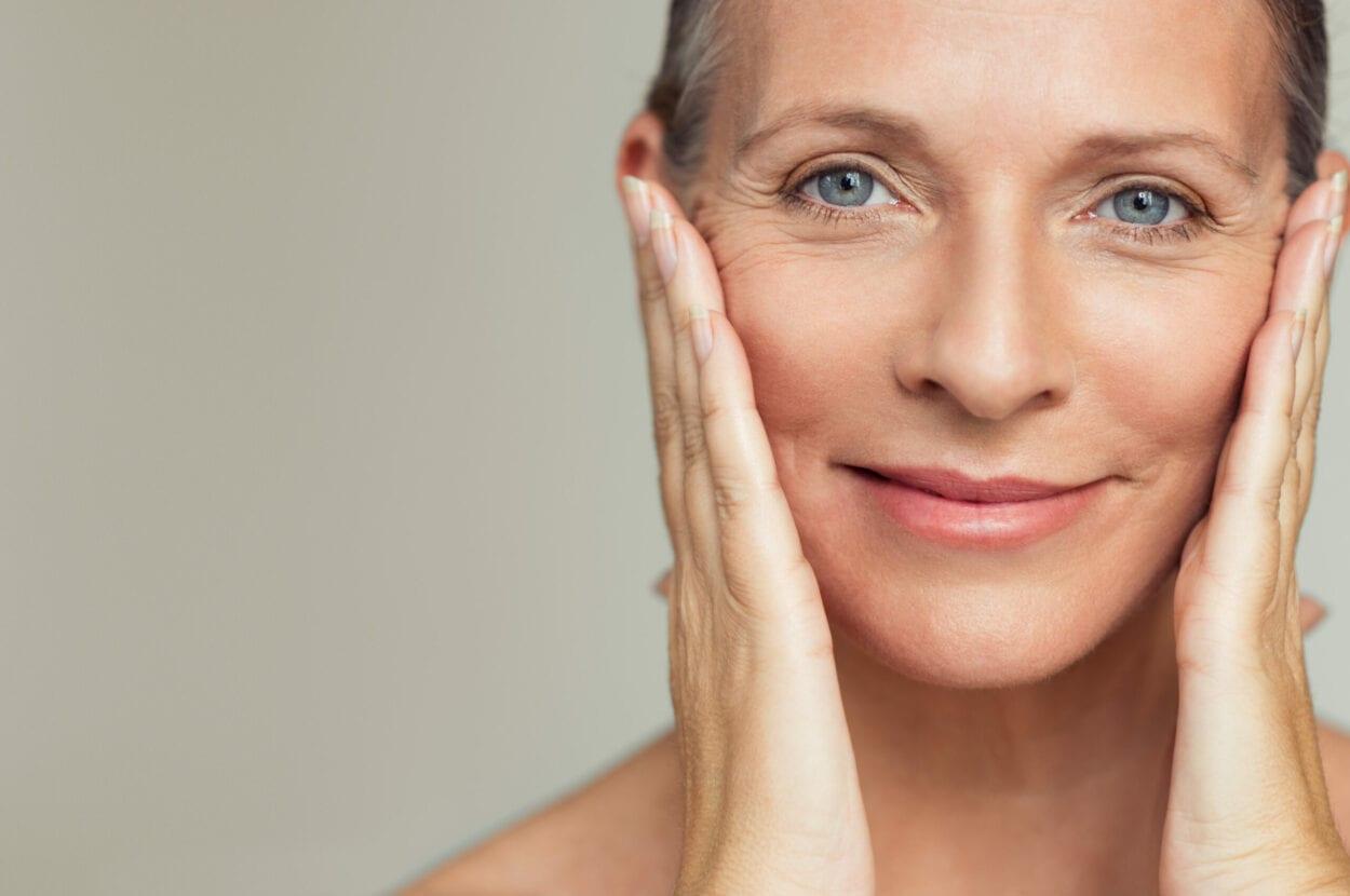 Massagem facial alivia tensão muscular e mental