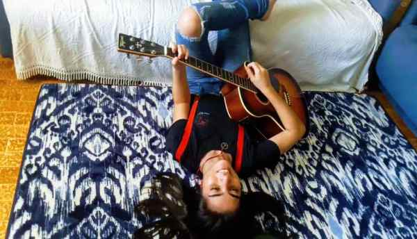 Jovem cantora, Thaylana Siqueira