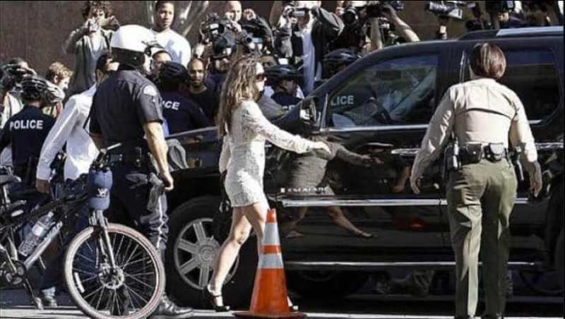 Britney Spears cercada de paparazzi