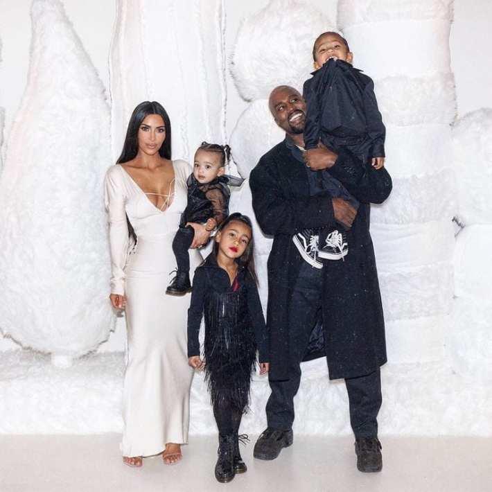 Foto da família com o marido