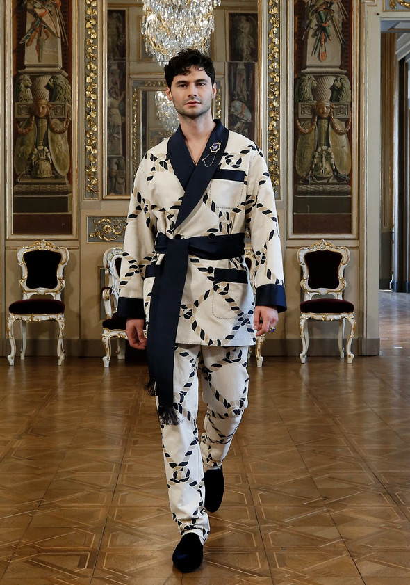 Homem de quimono luxuoso - Dolce & Gabbana Virtual