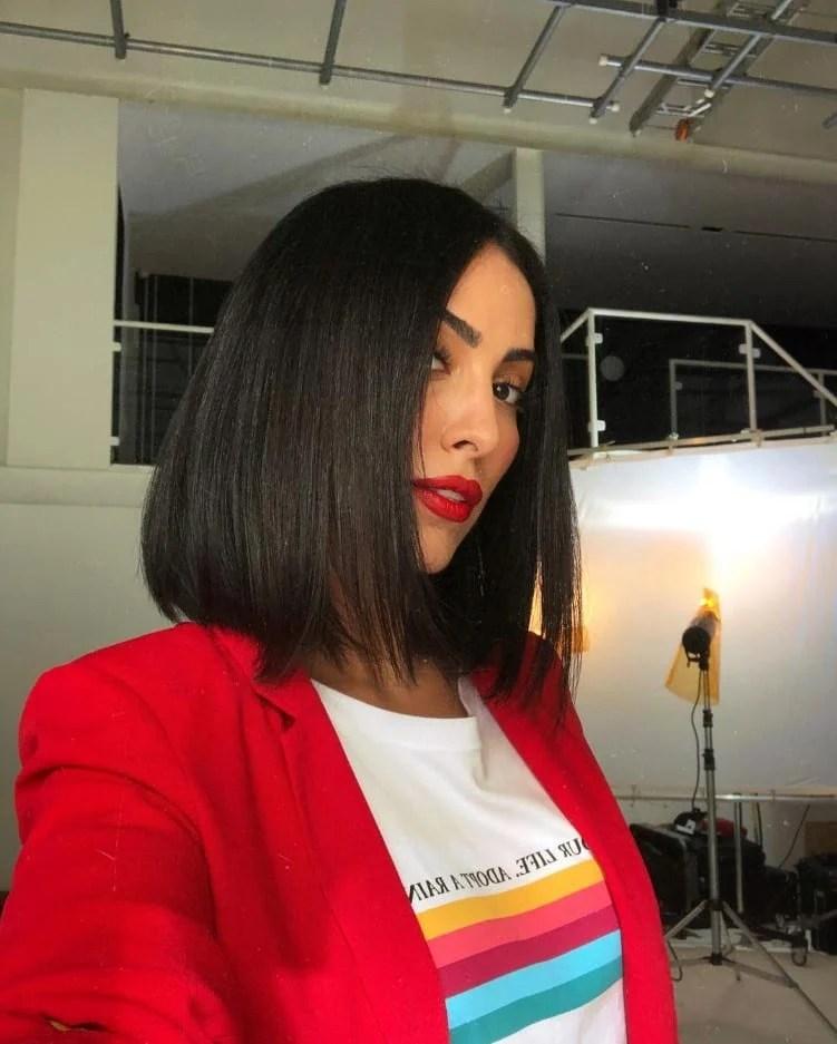 Outro tradicional corte de cabelo médio Jade Seba