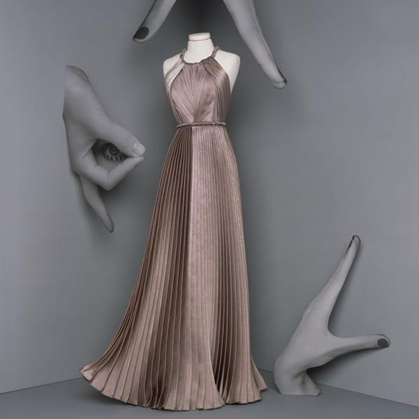 Dior vestido longo dourado trabalhado com plissado