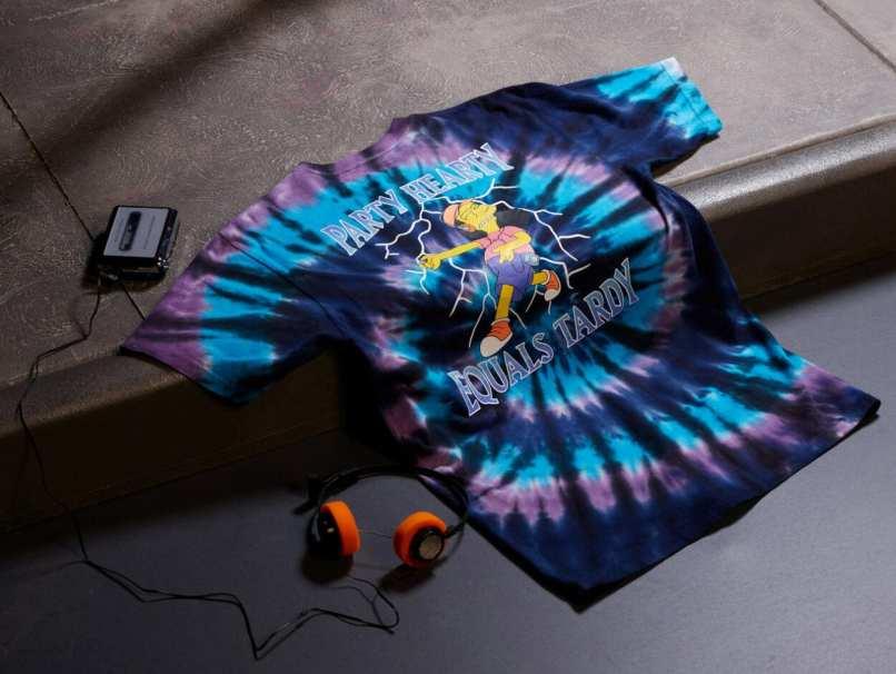 agora camiseta tie-dye desenvolvida para o caleção vans X simpsons