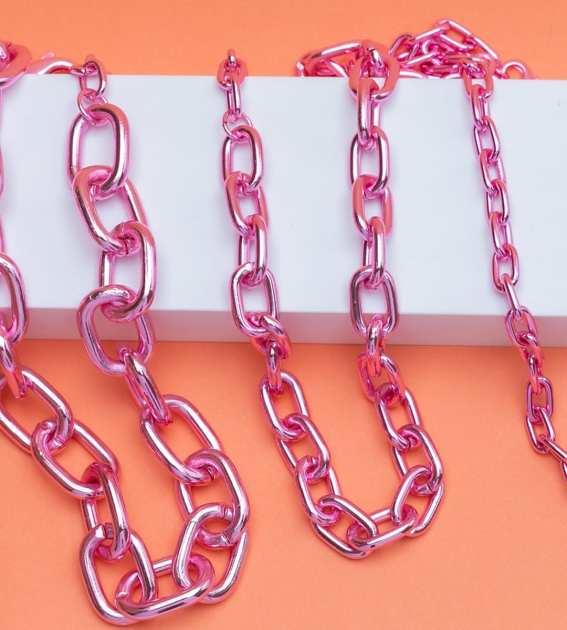 semijoias no formato de corrente rosa