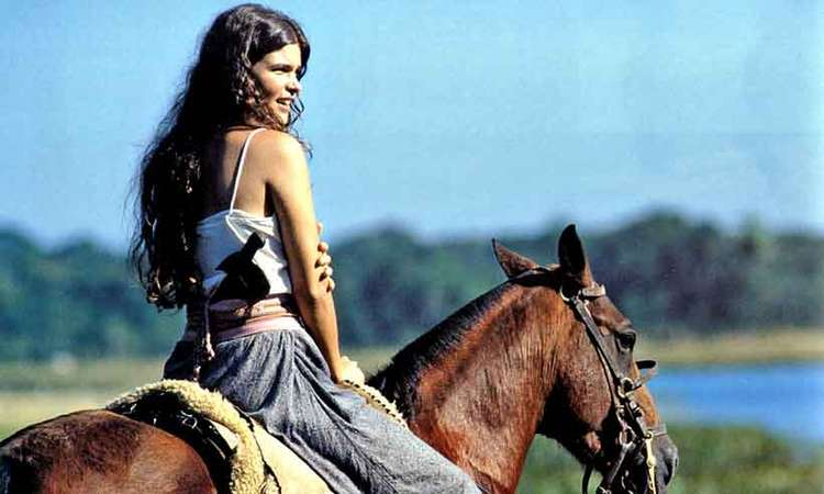 Foto de Cristiana Oliveira em cavalo, 1990.