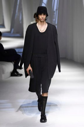desfile milan fashion week look preto