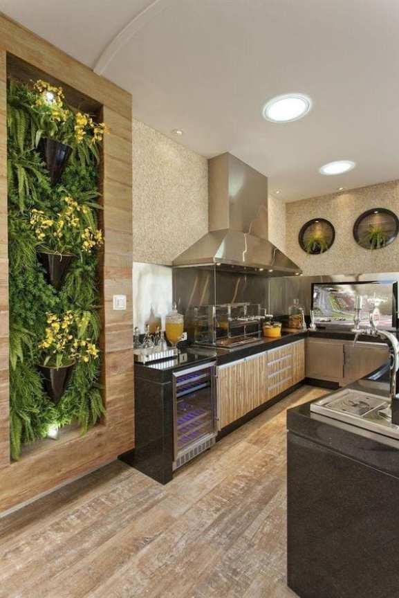 Cozinha com jardim vertical
