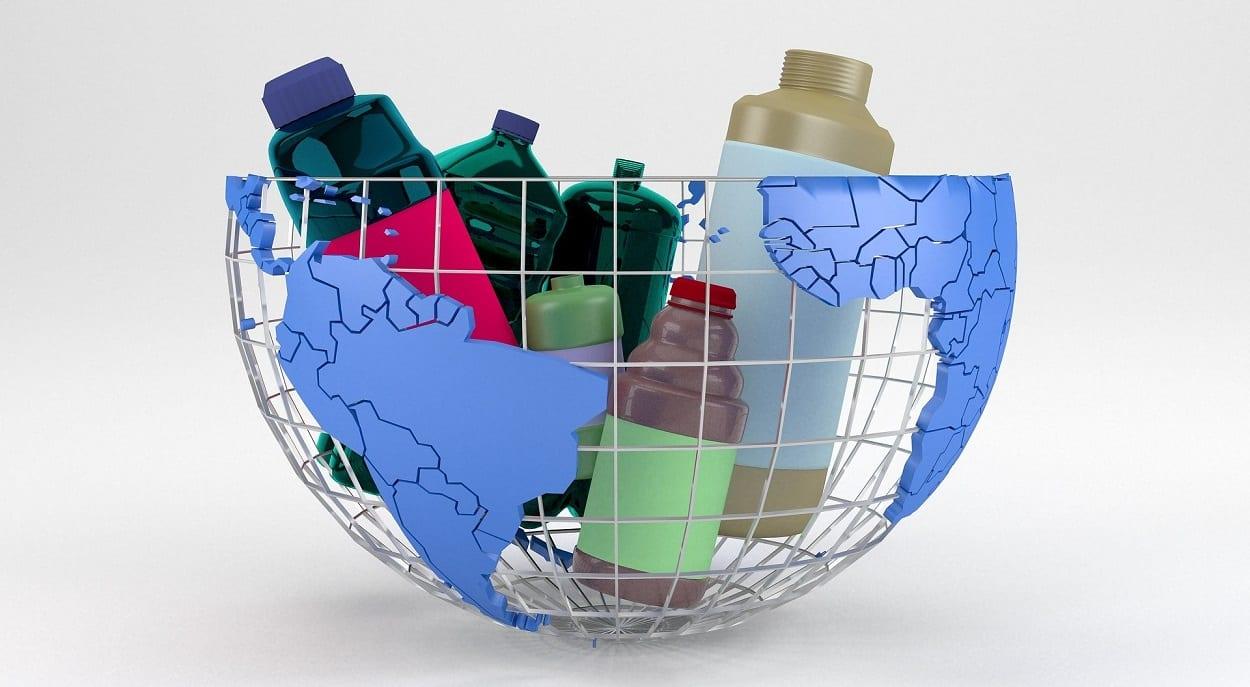 cesto de lixo em formato de globo mundial com recicláveis, o que é logística reversa