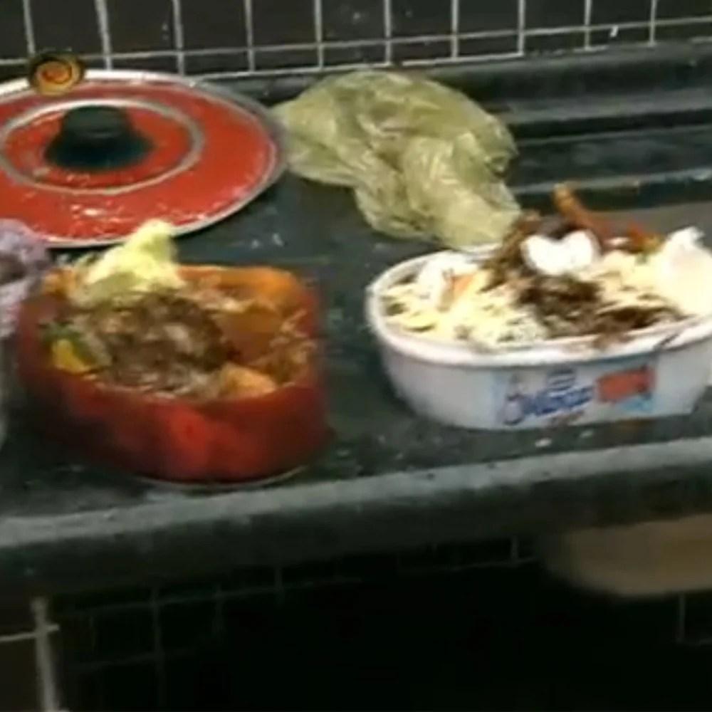Foto de comida estragada na pia