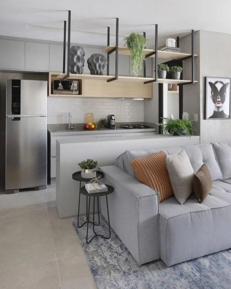 Apartamento pequeno cinza.
