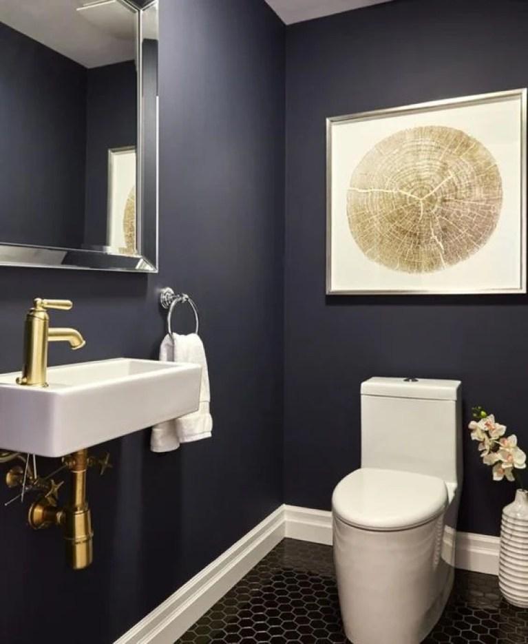 Banheiro azul marinho