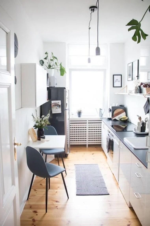 Cozinha pequena decorada branca e cinza