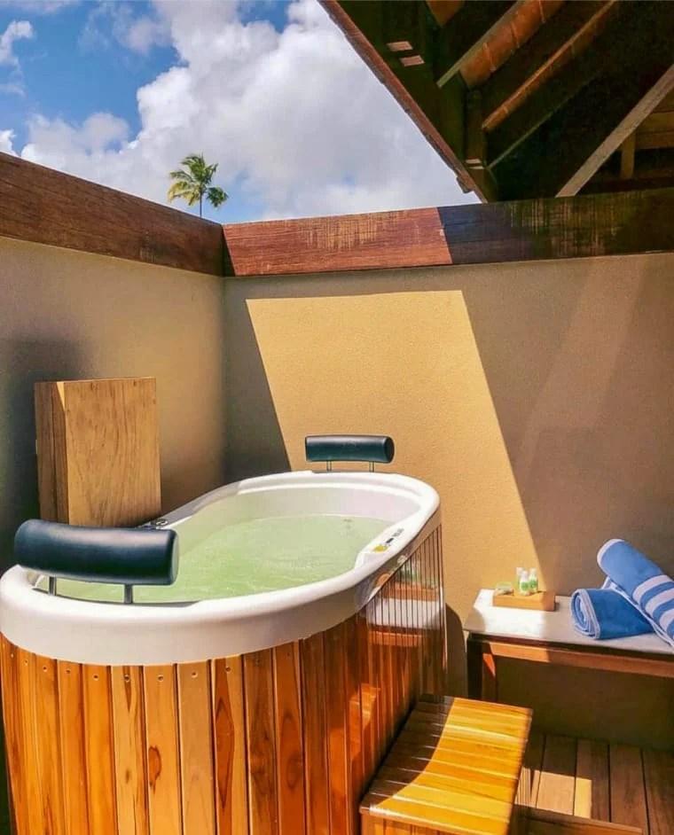 Banheira com madeira