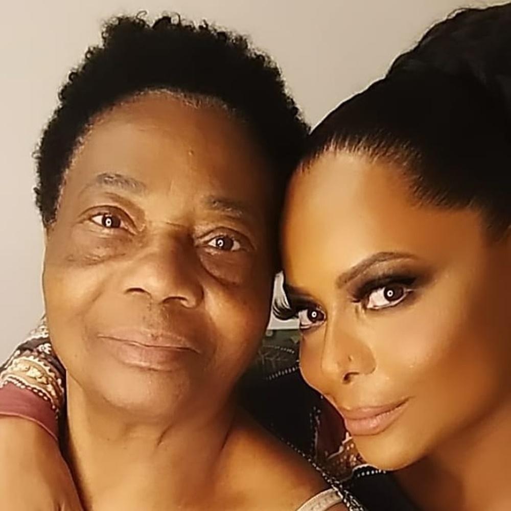 Adriana e mãe.