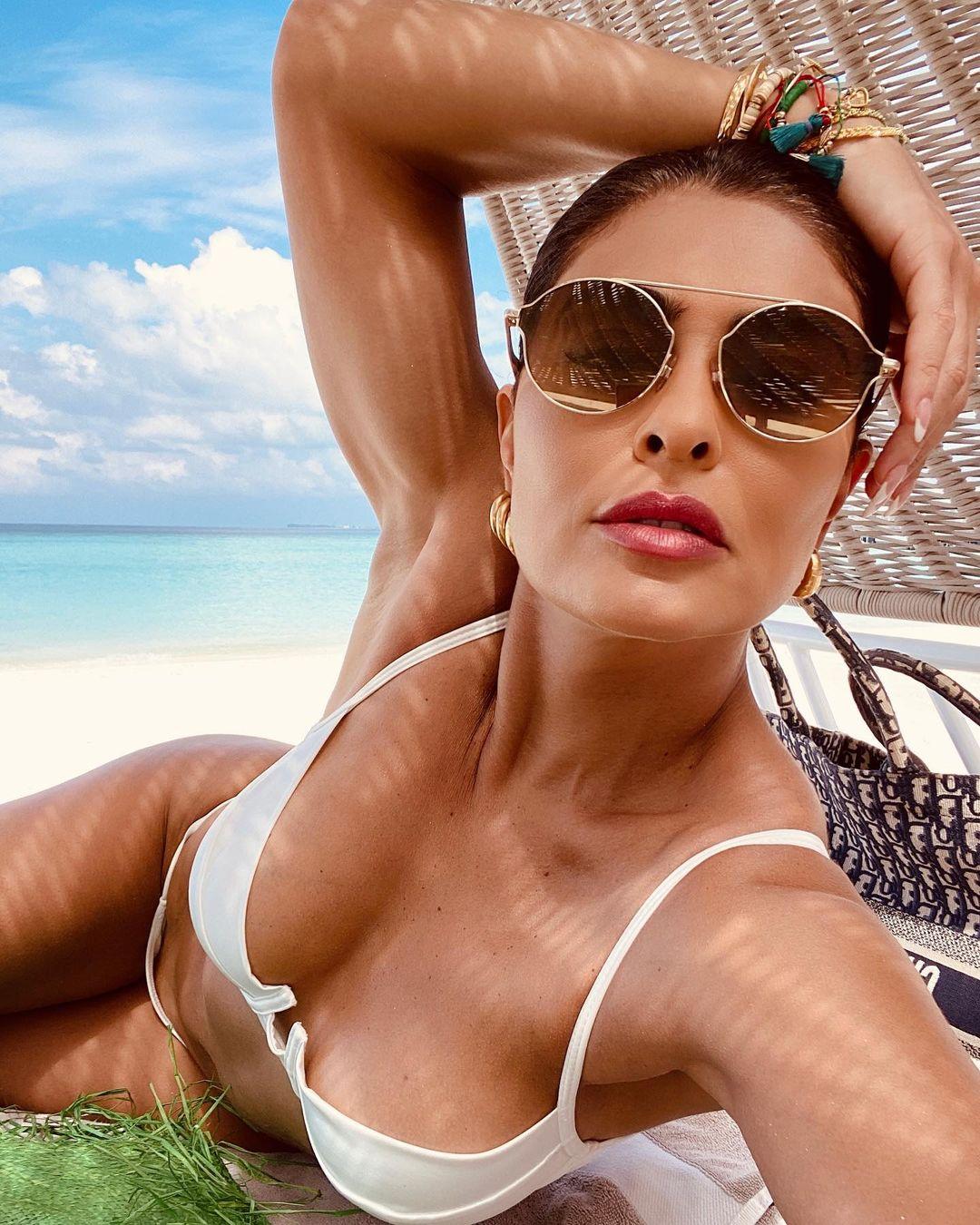 Juliana Paes curtindo praia nas Maldivas