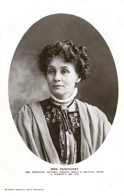 Retrato da sufragista Emmeline Pankhurst, 1907-1912.