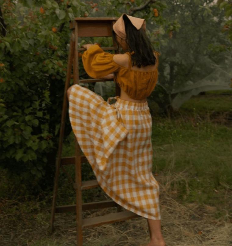 Cottagecore: Cropped ciganinha com manga bufante e saia xadrez
