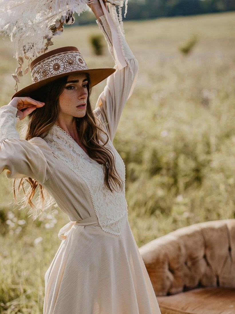 Vestido e chapéu Cottagecore