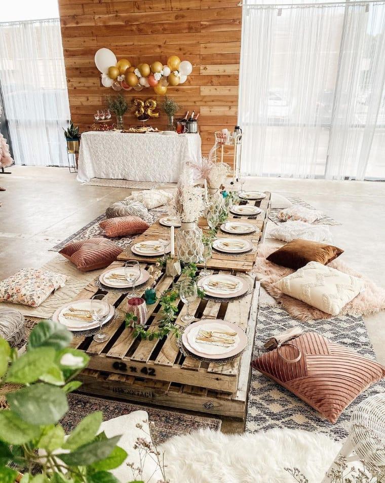 Mesa no chão de pallet