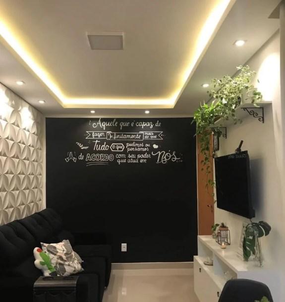 Sala com parede de lousa