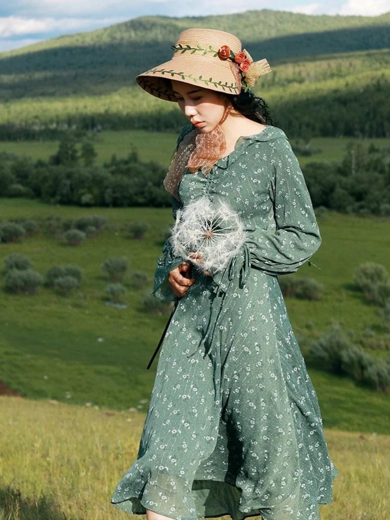 Vestido e chapéu floral