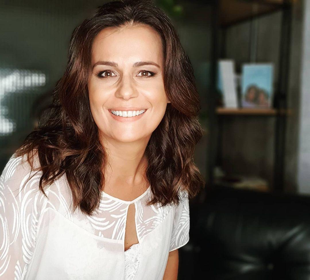 Jornalista Adriana Araújo ganha piores presentes.
