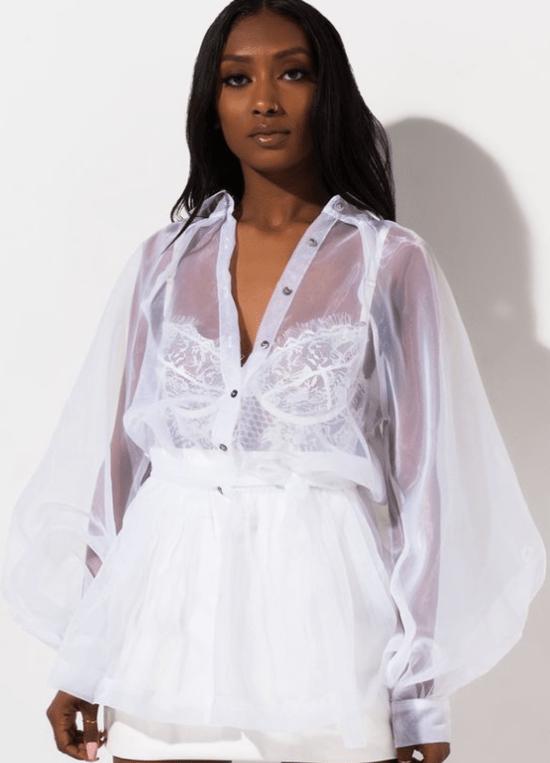 Looks de ano novo: Camisa transparente com top de renda