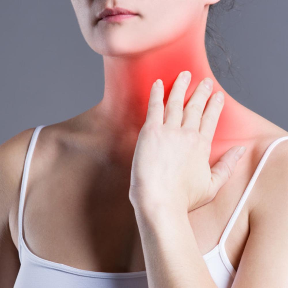 Representação: mulher com câncer no pescoço.