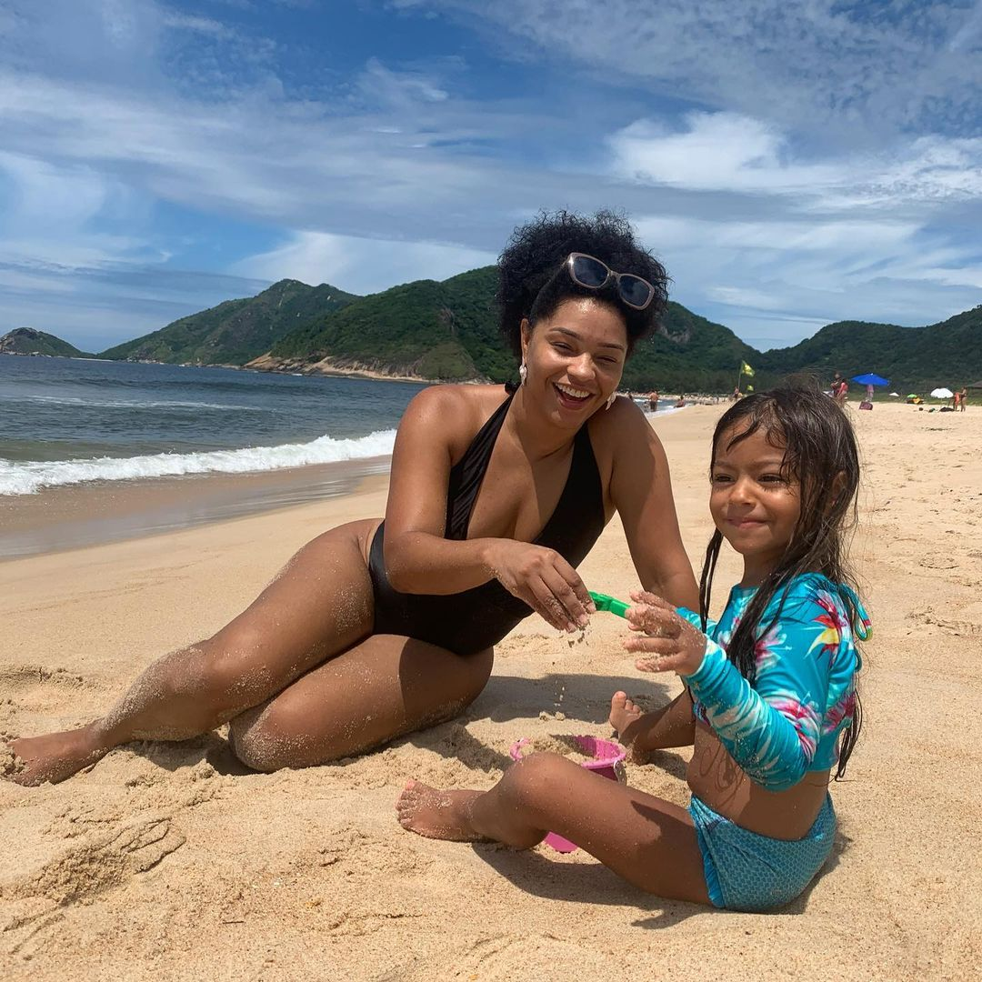 Juliana Alves, ex-bbb, e filha.