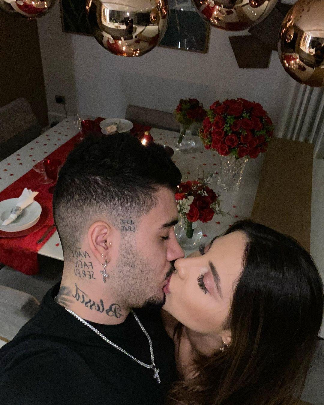Kevinho e Gabriela comemoram um ano de namoro.