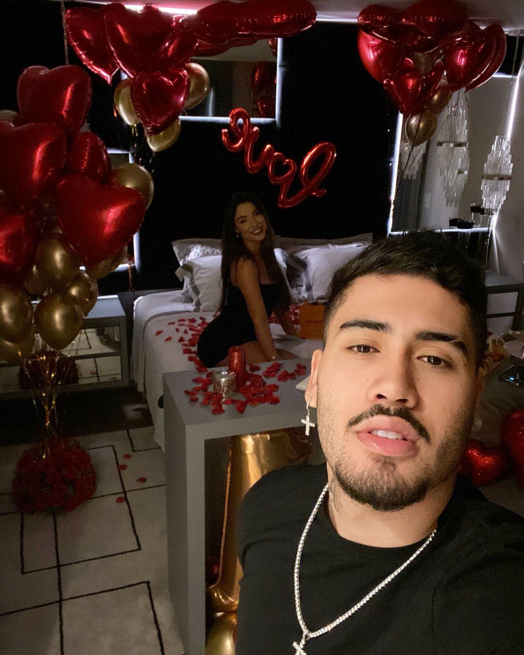 Noite romântica de Kevinho e Gabriela.