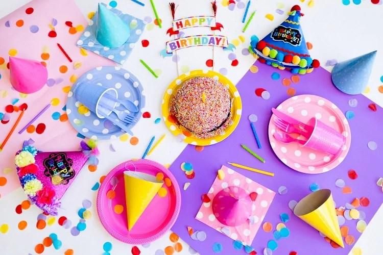 comidas de festa de aniversário vistas de cima