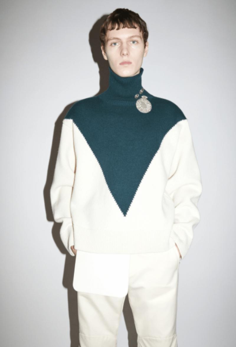 O tricô gola alta com gráfico inovador na moda masculina internacional