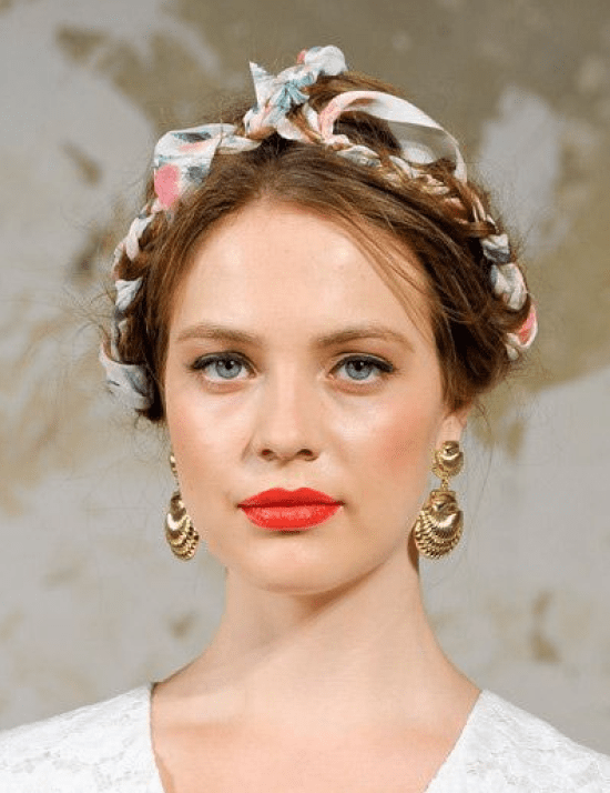 Trança holandesa com fita azul e rosa