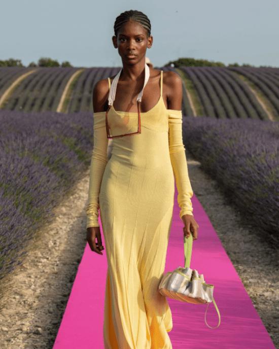 Vestido longo confortável amarelo com alça fina de tricô