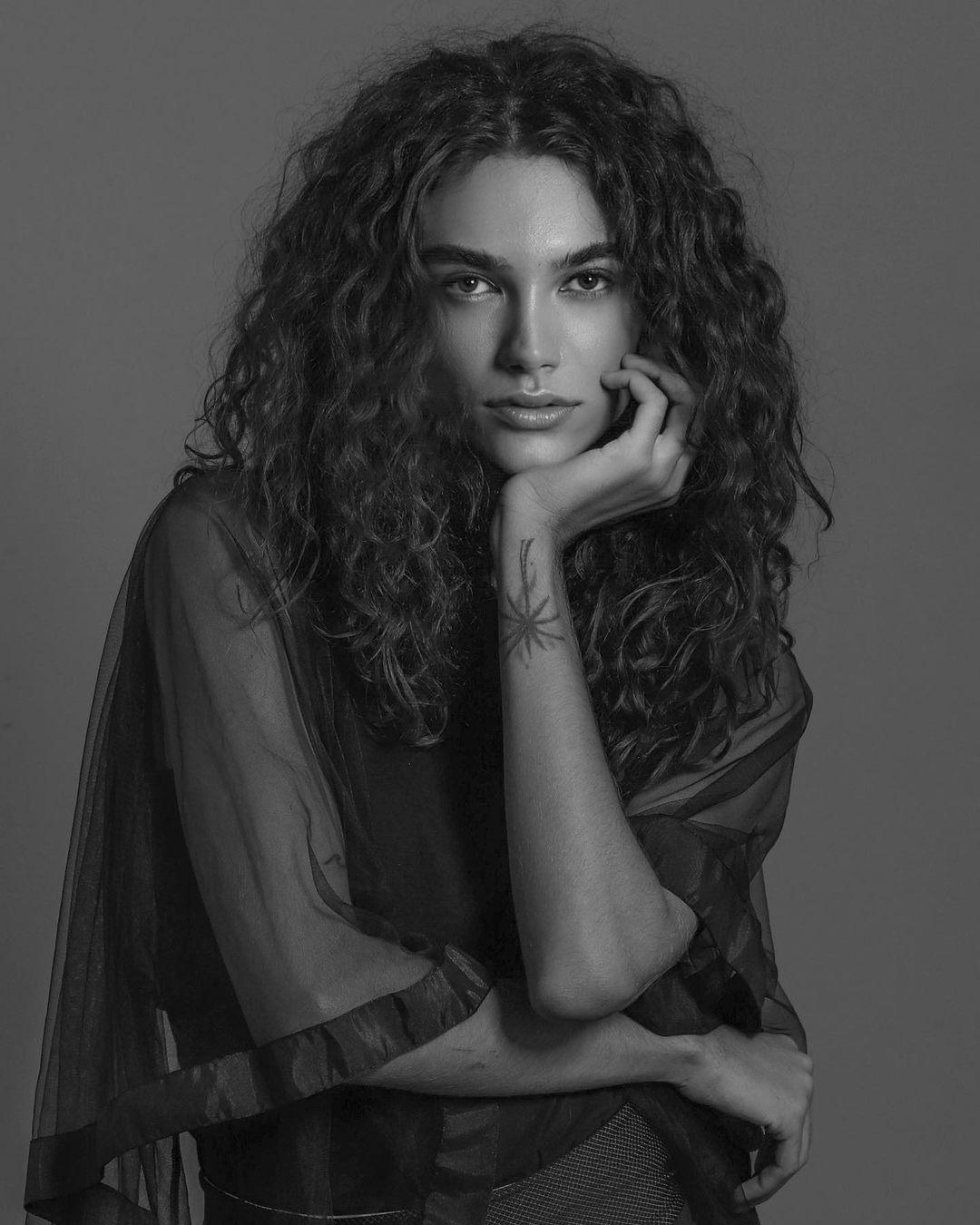 modelo trans Kayla Oliveira